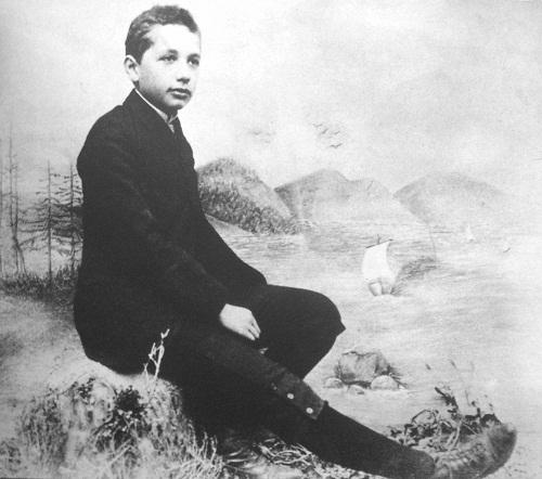 scientist-albert-einstein-rare-childhood-photos (1)