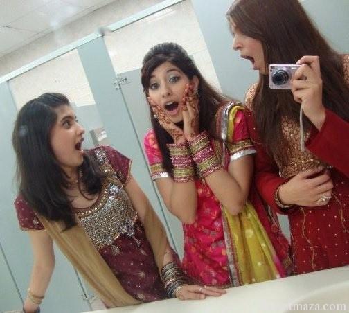 Pakistani-Girls-shocked-in-mirror